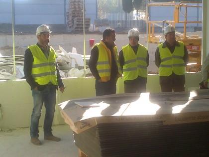 Antonio Barragán y Antonio Rodríguez (derecha) escuchan las explicaciones técnicas de Angel Gonzalez y Javier Fernández-Rufete.