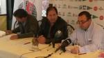 Rodríguez escucha con atención a Quílez