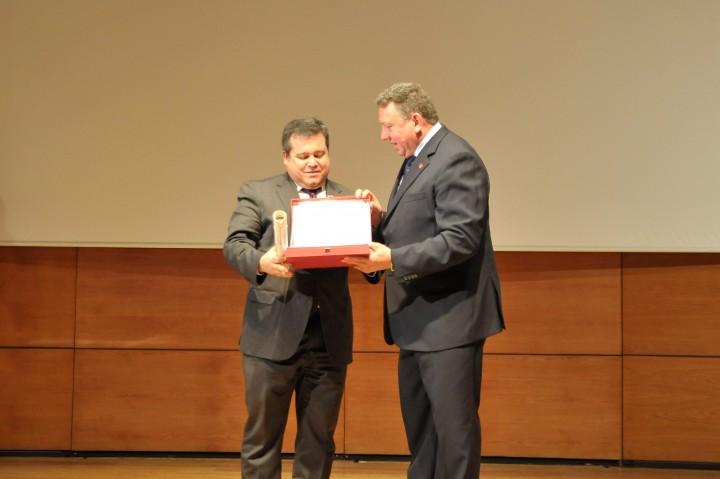 Aurelio Urena, decano de la Facultada del Deporte, y Juan Carlos Rodríguez