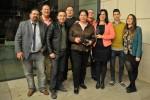 Miembros del Club Atletismo Ciudad de Motril posan junto al periodista Carlos Landa