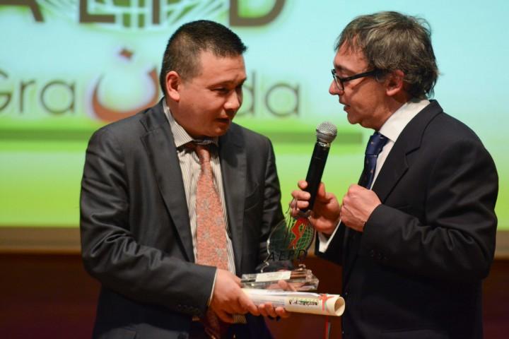 He Zhi Wen 'Juanito', junto al periodista Jorge de la Chica en la XXIV Gala del Deporte de Granada