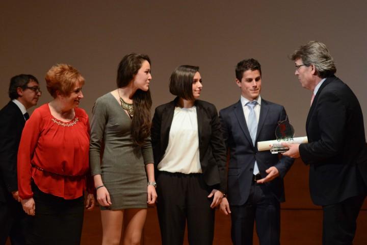 José Torrente entrega el premio al CTM Ciudad de Granada
