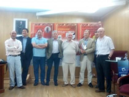 Foto de familia de los intervinientes y Julio Piñero junto a Carlos Marsá y Antonio Rodríguez