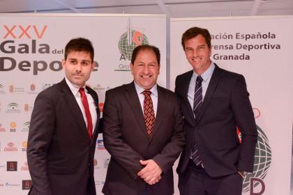 David Aganzo y Paco Pavón, miembros de AFE, con Antonio Rodríguez