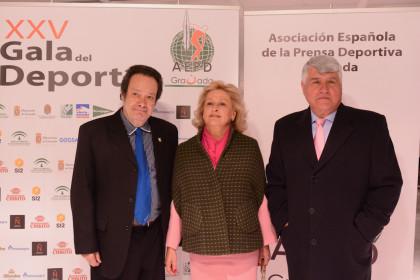 Antonio Barragán, uno de los vicepresidentes de la AEPD, junto a Eduardo  Jiménez Meana y su acompañante