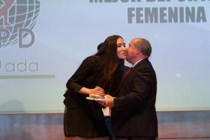 Belén Arrojo es felicitada por el alcalde de Granada, José Torres Hurtado
