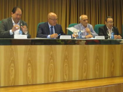 López NIeto, en el inicio de su exposición, junto a Antonio Rodríguez, Aurelio Sánchez y Antonio Barragán
