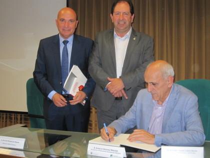 Aurelio Sánchez también firmó