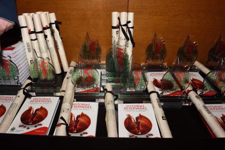 Trofeos, pergaminos y el libro 'Historias reservadas. Anecdotario del periodismo deportivo granadino'