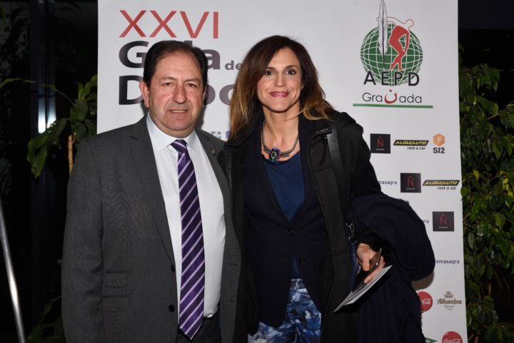 El presidente de la AEPD Granada y Susana Vargas
