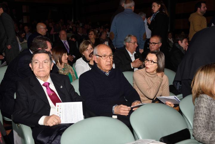El periodista Nicasio García, junto al ex futbolista Pedro Fernández y su mujer