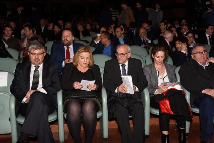 Purificación López intercambia opiniones con Aurelio Sánchez