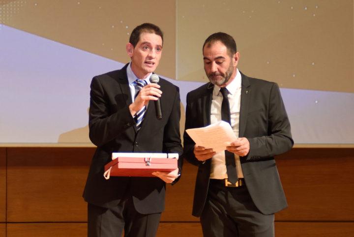 El presidente de la Federación Española de Bádminton, David Cabello, recogió la distinción de Serrano, que no pudo acudir a la cita