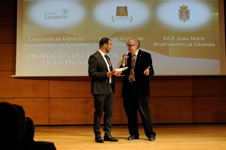Pedro Baena, periodista deportivo en Guadix, junto a Fernández-Rufete
