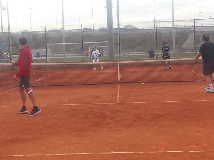 Romero (izquierda) devuelve una bola enviada por García