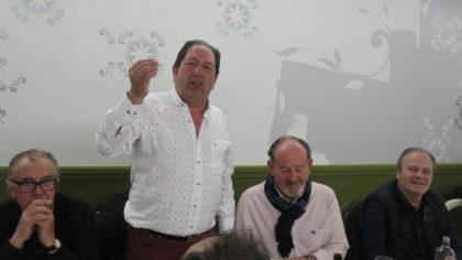Rodríguez muestra una papeleta ganadora