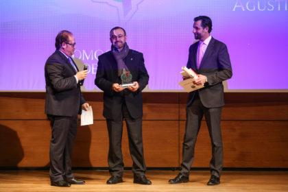 El padre José María Sánchez recoge el premio del CP Agustinos