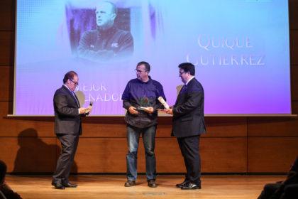 Anguita interactúa con Gutiérrez