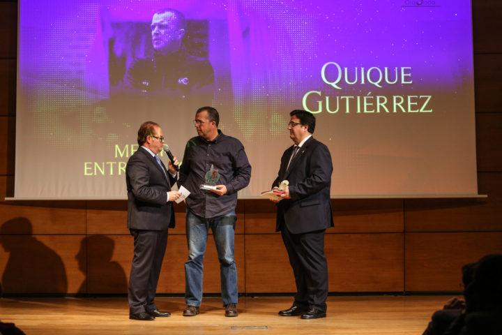 Quique Gutiérrez, Mejor Entrenador, dialoga con Paco Anguita tras recoger su distincion