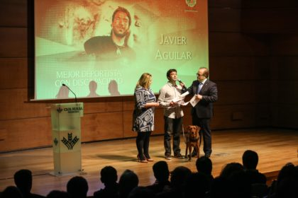 Javier Aguilar tras recoger su premio