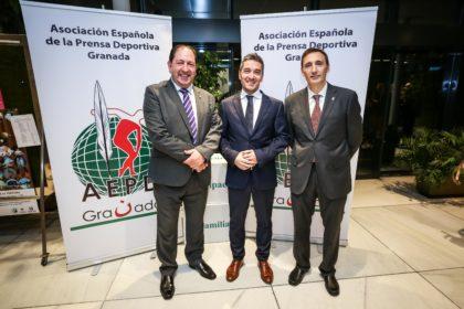 Manuel Olivares con Rodríguez y Romero