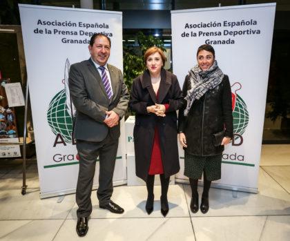 Antonio Rodríguez junto a Sandra García y Mariela Fernández-Bermejo