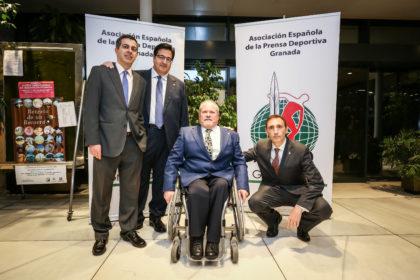 Julio Piñero, Juan José Fernández y Víctor Romero con Manolo Robles