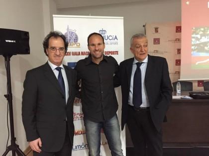 Mateu Lahoz, entre Julián Redondo y Osvaldo Menéndez
