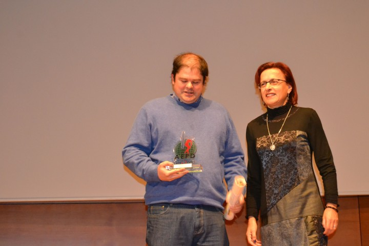 Gandarias muestra el trofeo