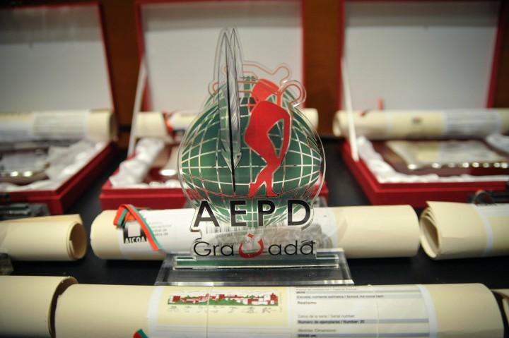 Trofeo y pergamino entregado en la XXIV Gala del Deporte de Granada