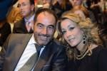 Javier Rufete, jefe de prensa del Granada CF, y su esposa,