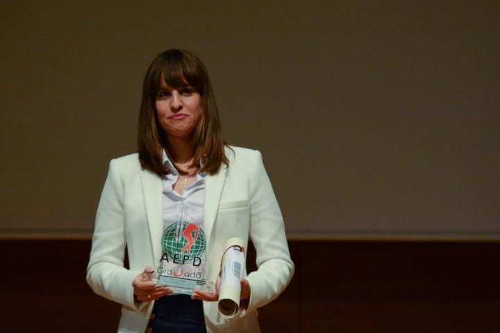 Victoria Padial posa con su premio