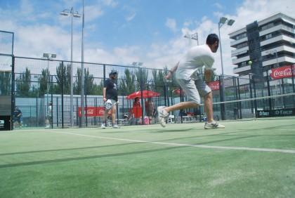 Álvarez ataca la bola