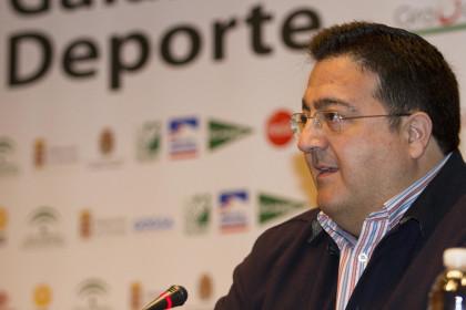 Juan José Fernández explica la estructura de la obra y habla sobre la portada del libro