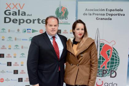 Rocío Martín junto al periodista Paco Anguita
