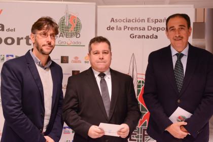 Jordi Mercadé (Servicio de Deportes de la UGR) y Aurelio Ureña -decano- y Pepe Maldonado, de la Facultad del Deporte