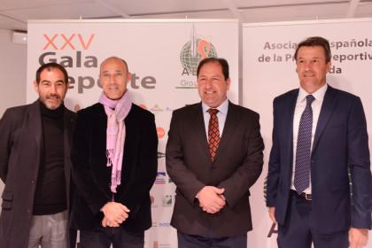 Javier Rufete, Antonio Calderón y José González, del Granada CF, con Antonio Rodríguez