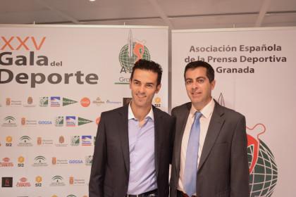El piloto Álvaro Molina y el periodista Julio Piñero