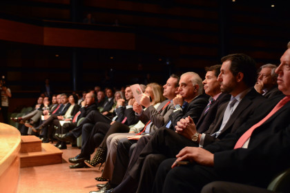 Primera fila, entre otros, con el consejero de Deporte de la Junta