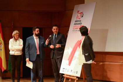 Francico Javier Fernández es entrevistado por Viñuela tras presentar el cartel
