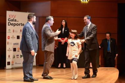El presidente del Fundación CB Granada subió acompañado por su hija
