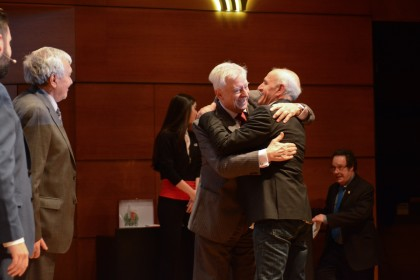 José Antonio Murado se abraza con Aurelio Sánchez-Vinuesa