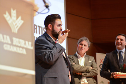 Viñuela habla por teléfono con Víctor Martín, que no pudo estar en la Gala por tener que competir