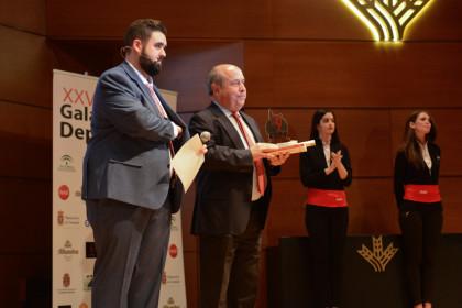 El alcalde de Granada, José Torres, aguarda la presencia de Belén Arrojo