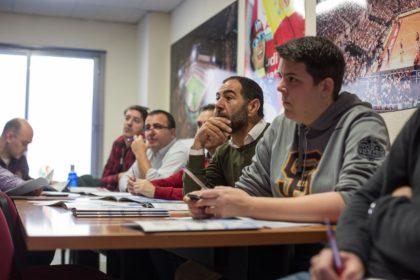 Olivares, Quílez, Romero, Rufete y Castillo, atentos a la charla