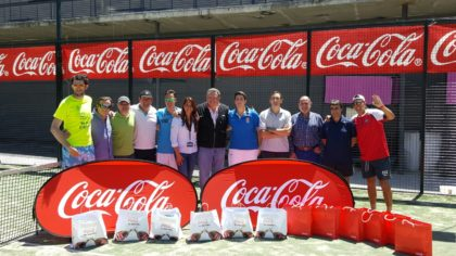 Participantes y organizadores posaron juntos a la conclusión del torneo