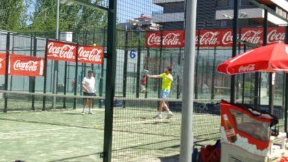 Los ganadores del torneo, Árbol y Rodríguez, al fondo de la pista