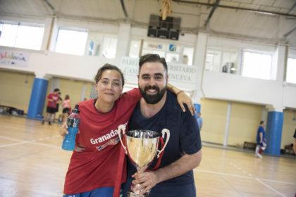 Alba Rodríguez (Granada Hoy), una de las dos mujeres que participaron en el torneo felicita a Viñuela