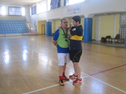 Juanjo Medina le 'come la oreja' al árbitro, Nacho Montero