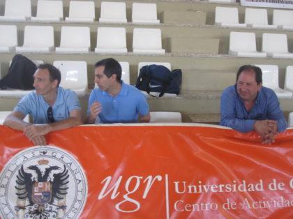 Julio Piñero dialoga con Víctor Romero; Antonio Rodríguez, a su manera